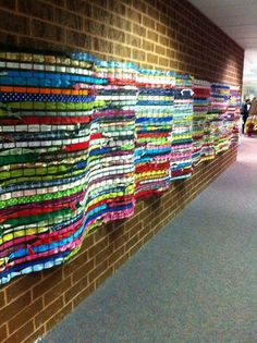 woah! plastic chicken wire and weaving...hallway display