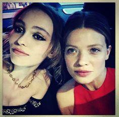 Le selfie de Lily-Rose Depp et Mélanie Thierry http://www.vogue.fr/mode/inspirations/diaporama/cannes-2016-le-festival-de-cannes-sur-instagram/33850#le-selfie-de-lily-rose-depp-et-melanie-thierry