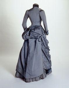 1884-blue-museum-of-london-gown-back.jpg 250×320 pixels