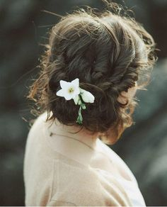 Low Bun Upstyle | Wedding Hair Inspiration | Bridal Musings Wedding Blog 7
