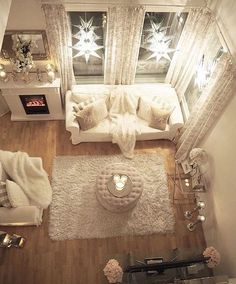 ♡ cozy, candles, fuzzy carpet, fluffy pillows, fireplace, stars♡