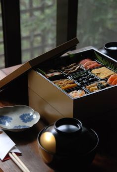 Japanese dish 寿司 / Sushi Way of Working Motivation Mindwalker Japanese Dishes, Japanese Food, Bento Box, Lunch Box, Sushi Counter, Japanese New Year, Recipes From Heaven, Asian Recipes, Krispy Kreme