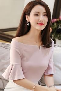 SOO · JIN offers the best in Korean clothing and fashion tops, blouses, shirts, . Sleeves Designs For Dresses, Dress Neck Designs, Blouse Designs, Kurta Neck Design, Korean Outfits, Korean Clothes, Ruffle Top, Blouse Styles, Blouses For Women