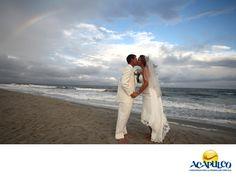 #casateenacapulco Realiza tu boda en el Hotel Emporio de Acapulco. TU BODA EN ACAPULCO. El Hotel Emporio es un lugar idílico para la realización de tu boda, ya que son expertos en planeación y organización y te brindan todos los servicios, además de una excelente atención para que ese día tan especial, te dediques solamente a disfrutar. Te invitamos a celebrar tu boda en este hermoso hotel del puerto de Acapulco. www.fidetur.guerrero.gob.mx
