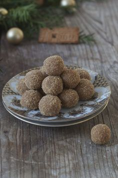 Spekulatiuskugeln Thermomix, Sabine Kleinmann, Thermomix Speculoos balls as a gift from the kitchen of Sweets & Lifestyle® Source by . Praline Chocolate, Praline Cake, Crazy Cakes, Dog Food Recipes, Cake Recipes, Healthy Recipes, Biscuits, Confectionery, Truffles