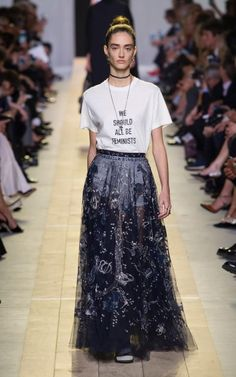 Feminist and feminine: Dior's first female designer in its 70 year history made her mark at Paris Fashion Week London Fashion Weeks, Fashion Week Paris, Milano Fashion Week, Dior Fashion, Fashion Show, Fashion Looks, Fashion Design, Skirt Fashion, Fashion Ideas