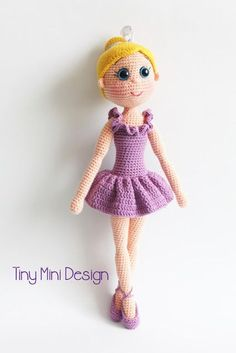 Free Crochet Amigurumi Ballerina Doll Turkish and English Pattern (scroll Down)English pattern at the bottom of page. I hope you have enjoyed this beautiful crochet, the free pattern is HERE so you can make a beautiful crochet.Free pattern, not Engli Doll Amigurumi Free Pattern, Crochet Amigurumi Free Patterns, Crochet Doll Pattern, Amigurumi Doll, Crochet Toys, Crochet Gratis, Cute Crochet, Crochet Saco, Crochet Mignon