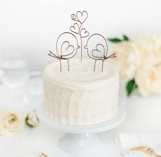 Need a unique love bird wedding cake toppers? I have picked my top 21 favorite cake topper ideas to inspire your love bird themed wedding planning! Bird Cake Toppers, Gold Cake Topper, Acrylic Cake Topper, Wedding Cupcakes, Wedding Cake Toppers, Cake Wedding, Chocolate Cake Recipe Easy, Bird Cakes, Personalized Cake Toppers