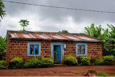 Haus im südlichen Tansania. Quer durch Afrika- Geschichten von unterwegs by Marion and Daniel