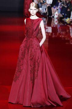 Alta Costura Otoño-Invierno 2014, el diseñador Elie Saab, presenta una colección caracterizada por la sofisticación y glamour de sus creaciones.