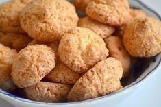 Výborné kokosky z bílků super recept na vánoční stůl. Jednoduché! Pouze tři suroviny bílky, cur moučka a strouhaný kokos. Upečte kokosky pro svoje miláčky!