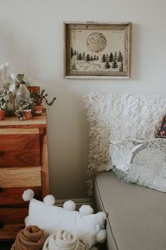 3 Ways to Style an Awkward Corner of Your Apartment | Advice from a Twenty Something Home Decor Idea | How to Organize your Space on a Budget | Mixing Throw Pillows