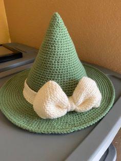 My second witch hat! Cute Crochet, Crochet Crafts, Yarn Crafts, Knitting Projects, Crochet Projects, Knitting Patterns, Halloween Crochet Patterns, Halloween Crochet Hats, Funky Hats
