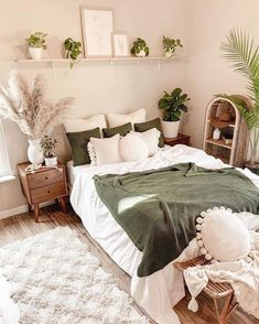 Green And White Bedroom, White Bedroom Decor, Room Ideas Bedroom, Home Decor Bedroom, Bedroom Rugs, Bedroom Inspo, Boho Chic Bedroom, Bedroom Furniture, Diy Bedroom