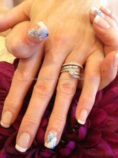 Freehand one stroke nail art