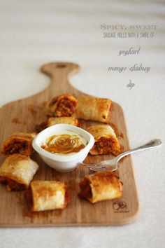 Spicy turkey and vegetable sausage rolls with chutney and cheese - http://www.diypinterest.com/spicy-turkey-and-vegetable-sausage-rolls-with-chutney-and-cheese/