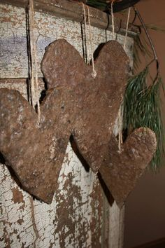 ☆☆☆ rustic hearts & sprig of pine - good use for that rusted metal that you… I Love Heart, With All My Heart, Happy Heart, Rusty Metal, Fire Heart, Primitive Crafts, Primitive Christmas, Valentine Decorations, Heart Art