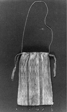 Idea for Pardoner relic bag BALaT KIK-IRPA. Spanish relic bag, 1201-1300. Object number 43177.