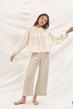 The Faye Top and the Mara Trouser are the perfect pair - lightweight, breezy, and effortlessly cool, made from deadstock natural fibers. Trendy Outfits, Summer Outfits, Fashion Outfits, 80s Fashion, Womens Fashion, Vintage Fashion, Casual Hijab Outfit, Modest Wear, Stylish Dress Designs