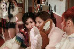 Kpop Girl Groups, Korean Girl Groups, Kpop Girls, Twice Knock Knock, Tzuyu And Sana, Twice Sana, Tzuyu Twice, Minatozaki Sana, Wattpad