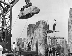 Stonehenge, one of the wonders of the ancient world. These 105 photos supposedly prove it was built about 100 years ago, but do they show this? Ancient Aliens, Ancient History, Stonehenge History, Monuments, Vikings, Ancient Mysteries, Unexplained Mysteries, Ancient Artifacts, Dreadlocks