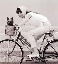 Audrey Hepburn & pup  1963