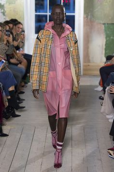 Burberry Fall 2017 Ready-to-Wear Undefined Photos - Vogue