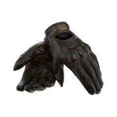 Guante Dainese Black Jack de piel para mujer. Ideal para un conducción de moto urbana/custom.   Confeccionado en piel de cabra.  Refuerzo palma de la mano de piel de cabra.  Tirilla regulación manguito.  Partes elásticas.  Partes blandas.