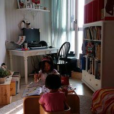 첫째가 이젠 스스로 숙제를 하는 시기가 되었다.^^ 와우~~ 둘째만 더 크면 이젠 프리인가? 자유여 빨리와라! My first #daughter started doing her #homework on her own. If my second daughter grows up will I have my freedom? Hope that comes soon.