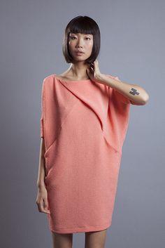 Vestido oversize de Elisa Rivera asimétrico con bolsillos. #womenswear #womenstyle #stylish #cute #fashionwomen