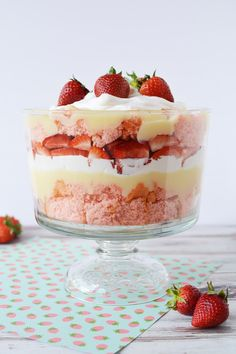 Strawberry cheesecake trifle recipe. Layers of strawberries, cake, pudding, and whipped cream for a delicious layered dessert. #strawberries #trifle #pudding #cake #strawberry Strawberry Cheesecake Trifle Recipe, Strawberry Ice Cream Cake, Homemade Strawberry Cake, Strawberry Pudding, Trifle Desserts, Strawberry Desserts, Easy Desserts, Dessert Recipes, Baking Recipes