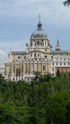 Basílica de Santa María Real de Almudena - Madrid España