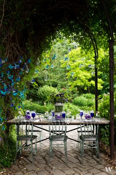 Learn how to design a gorgeous outdoor wedding tablescape in the pages of our premiere lookbook, Contemporary Garden. http://issuu.com/weddingstar/docs/weddingstar-contemporary-garden-lookbook