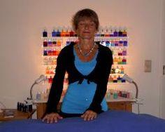 Reikitherapie, Reikibehandlung in Kombination mit Aura Soma und mit einer Chakren - und Auraklärung. Besonders wirkungsvoll. Mehr Infos unter www.diefarbheilerin.de
