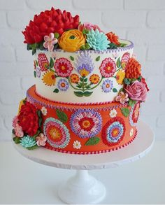 Meet the Maker of IG's Favorite Mexican Embroidery Cakes Viva la Cake! Meet the Maker of IG's Gorgeous Cakes, Pretty Cakes, Cute Cakes, Amazing Cakes, Yummy Cakes, Mexican Embroidery, Embroidery Patterns, Leaf Patterns, Embroidery Stitches