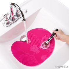 Get all your brushes clean with this Sigma Spa® Brush Cleaning Mat. This works amazingly well @aliciamarie3
