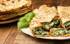 Low-carb pancakes with spinach and cream cheese filling - hearty pancake recipe - Low-carb pancakes with spinach and cream cheese filling Low-carb pancakes with spinach and cream ch - Vegetarian Meals For Kids, Best Vegetarian Recipes, Vegetarian Breakfast, Dinner Recipes For Kids, Veggie Recipes, Low Carb Recipes, Kids Meals, Easy Meals, Pancakes And Bacon