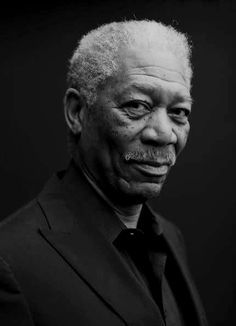 "Morgan Freeman was hailed as ""a Prince in his profession"" by Sidney Poitier. - Morgan Freeman was hailed as ""a Prince in his profession"" by Sidney Poitier…. Famous Portraits, Celebrity Portraits, Celebrity Photos, Black And White Portraits, Black And White Photography, Photo Star, Black Actors, Morgan Freeman, Best Actor"