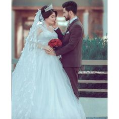 Uncover budget wedding tips and hints. Wedding Couple Photos, Pre Wedding Photoshoot, Wedding Couples, Wedding Bride, Wedding Ceremony, Couple Shoot, Couple Pictures, Muslim Brides, Muslim Couples