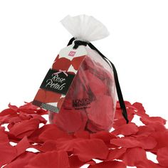 Surprise your partner – strew some rose petals on the bed or in a nice bath.Create the ultimate romantic atmosphere with these rose petals. Surprise your partner by making a trail of rose petals. You can strew the rose petals on the bed. Or run a lovely warm bath and let the rose petals drift on t