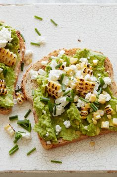 Charred Corn and Goat Cheese Avocado Toast from www.whatsgabycook… – it's a qu… Charred Corn and Goat Cheese Avocado Toast from www.whatsgabycook… – it's a quick and easy breakfast / lunch or dinner! (What's Gaby Cooking) Clean Eating Snacks, Healthy Snacks, Healthy Eating, Vegetarian Recipes, Cooking Recipes, Healthy Recipes, Cooking Corn, Beurre Vegan, Breakfast Recipes