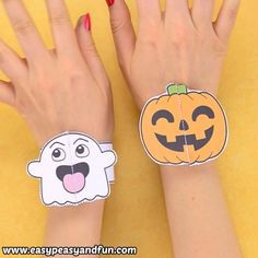Now here is a cool Halloween craft for kids. These printable Halloween bracelets. - Now here is a cool Halloween craft for kids. These printable Halloween bracelets for kids will be a - Manualidades Halloween, Halloween Crafts For Kids, Crafts For Kids To Make, Halloween Activities, Diy Crafts To Sell, Fall Crafts, Halloween Diy, Sell Diy, Kids Diy