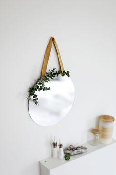 [ Christmas Crafts : Illustration Description DIY Eucalyptus Hanging Mirror The Merrythought Keep Calm And Diy, Diy Mirror, Mirror Ideas, Diy Schmuck, Boho Diy, Easy Diy Crafts, Inspirational Gifts, Diy Art, Christmas Crafts