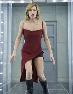 Milla Jovovich as Alice in the first Resident Evil movie