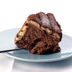 Check out our easy and quick recipe of mascarpone chocolate charlotte . French Desserts, Köstliche Desserts, Delicious Desserts, Dessert Recipes, Charlotte Dessert, Chocolat Recipe, Mousse Au Chocolat Torte, Mascarpone Recipes, Biscuit Sandwich