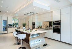 cuisines équipées avec îlot central de design moderne