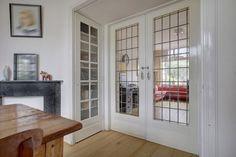 Jaren30woningen.nl | Kamer en suite deuren met helder glas in lood