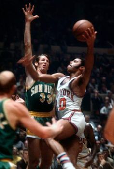 Clyde Frazier Sports Basketball, College Basketball, Basketball Players, Walt Frazier, Sports Gallery, Sports Images, Wnba, American Sports, Sports Figures