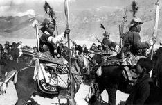 Tibetan Cavalry welcomed Count Tolstoy and Captain Dolan when they rode into Lhasa. -- Arrows nearly horizontal! Archery Quiver, Chinese Armor, Ancient China, Chinese Antiques, Military History, Tibet, Art And Architecture, Black History, Nepal