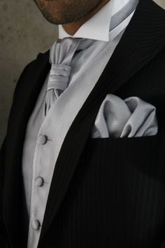 Love the color simplicity and the tie knot!